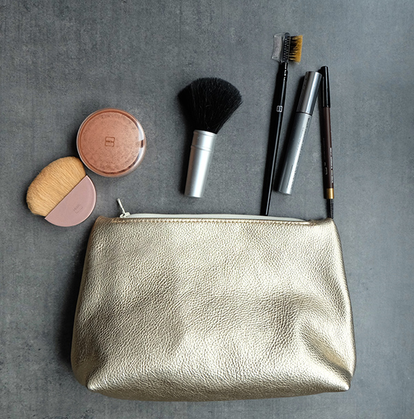 Gold leather cosmetic zipper pouch | Vank Design | Lëtzebuerger Designer